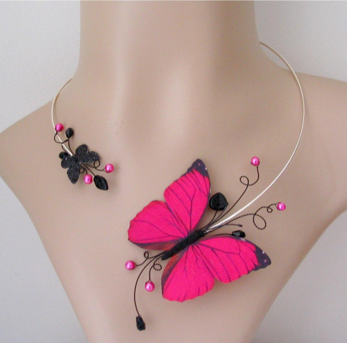 Bijoux fantaisie créateur collier rose fuschia et noir papillon