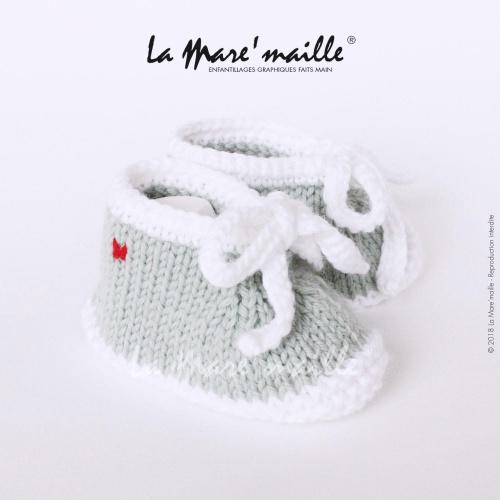 Chaussons bébé laine style basket vert amande et blanc avec lacets en maille
