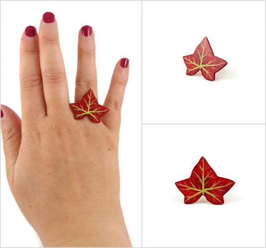 Bague réglable feuille de lierre rouge pourpre réalisée en CD recyclé et peinte à la main