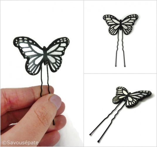 Épingle à chignon papillon irisé et noir réalisé en CD recyclé peint à la main