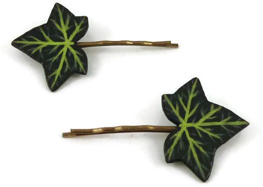 Paire d'épingle à cheveux feuilles de lierre vertes réalisées en CD recyclé et peintes à la main